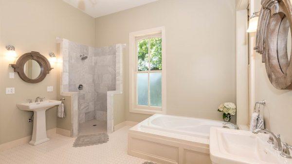 Bénéficier d'un confort optimal via l'éclairage adéquat dans la salle de bain