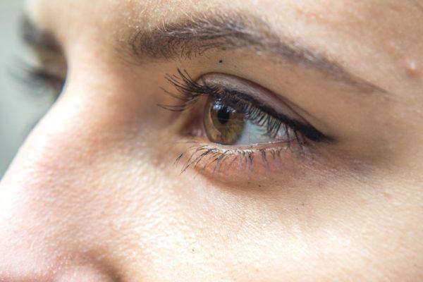 Se perfectionner avec une formation en maquillage permanent des sourcils